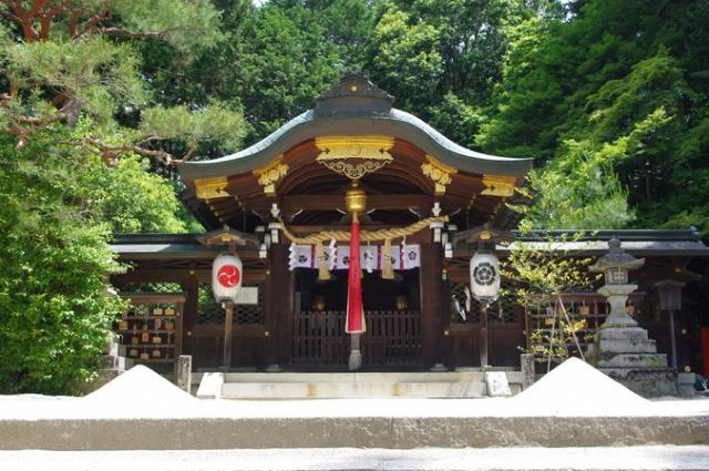 八大神社本殿